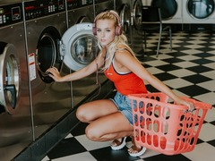 たたみ機能のある洗濯機