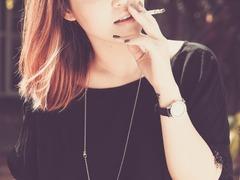 ソフトタイプのタバコの箱から取り出しやすいライター