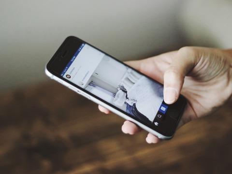 レビューを企業に自動送信できるサービス