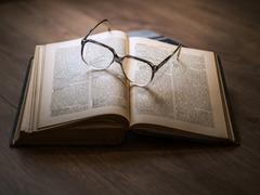 日焼けしない紙を作って書籍に活用して下さい